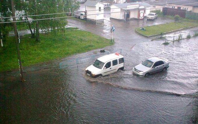 Сильна злива затопила Житомир: з'явилися яскраві фото та відео