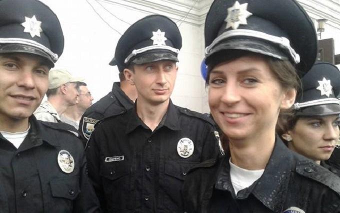 Мокрі, але щасливі: з'явилися фото запуску нової поліції в Маріуполі