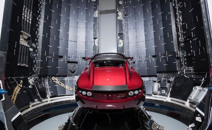 Ілон Маск відправить у космос свій автомобіль: пряма трансляція історичного запуску Falcon Heavy