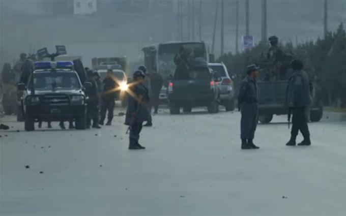 Жертвами серии терактов в Афганистане стали десятки людей: появились видео