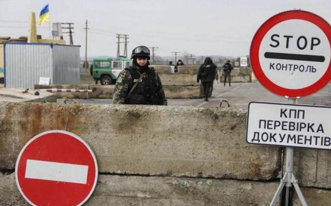 Сотрудники СБУ задержали бывшего боевика ДНР при попытке покинуть ОРДЛО: появилось видео