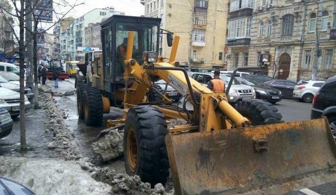 Неправильно припарковані авто евакуювали - Укравтодор
