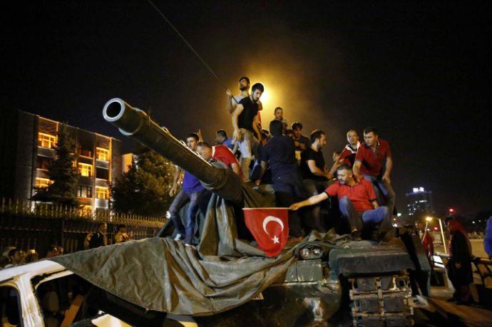 Провальний військовий переворот в Туреччині: хроніка подій, подробиці, найяскравіші фото та відео (15)