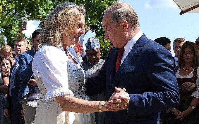 Скандальна дипломатка вперше прокоментувала візит Путіна на її весілля