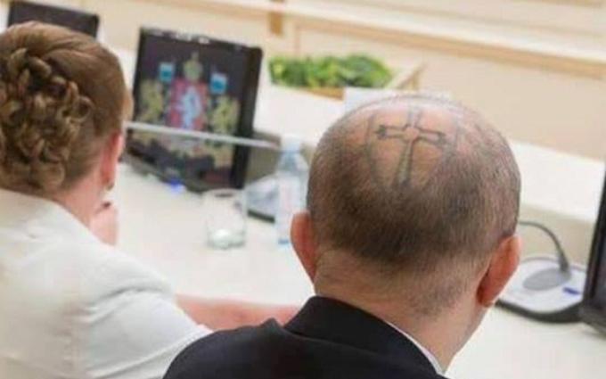 Депутат в России удивил татуировкой на голове: опубликованы фото