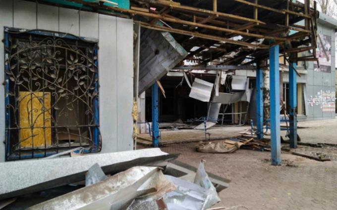 """Обострение на Донбассе: появилось видео обстрела """"Градами"""" и фото последствий (1)"""