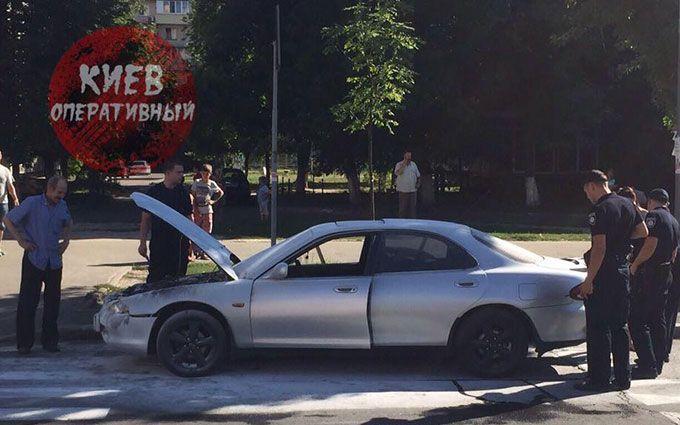 У Києві машина загорілася, коли водій пив пиво прямо за кермом: з'явилися фото