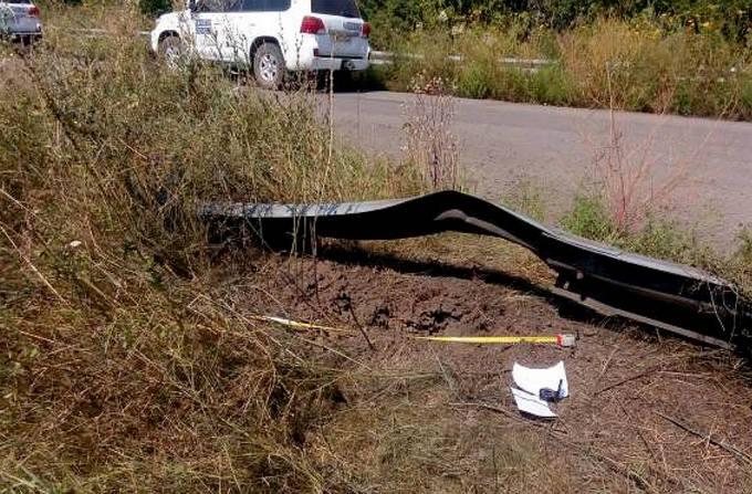 Бойовики ЛНР розбомбили регіональну трасу на Донбасі: опубліковані фото (1)
