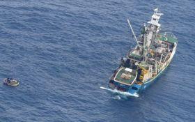 Зникнення порома в Тихому океані: врятовано сімох людей, що вижили
