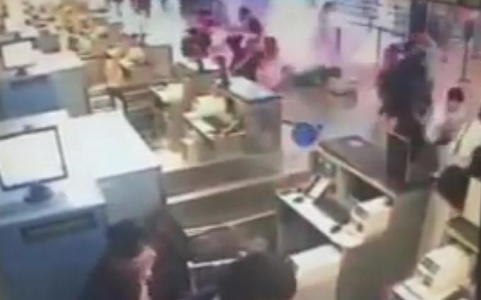 У Китаї стався вибух в аеропорту: відео моменту