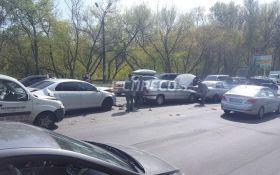 В Киеве столкнулись 5 автомобилей: появились фото