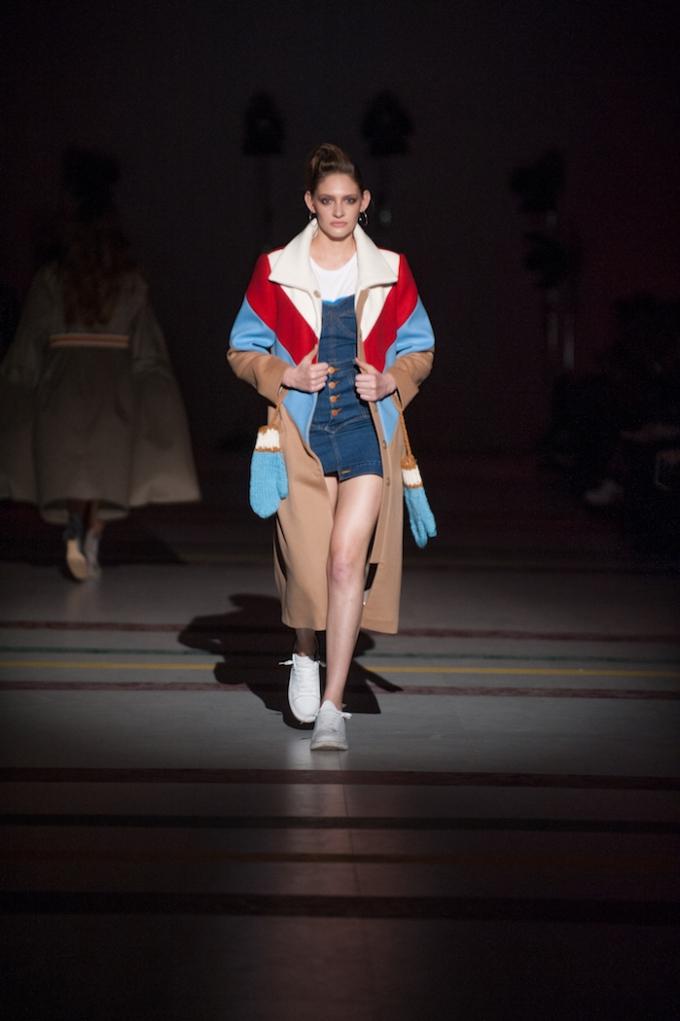 В Киеве стартовал Ukrainian Fashion Week: опубликованы первые яркие фото (1)