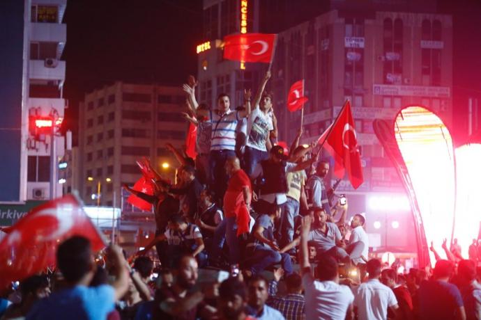 Провальний військовий переворот в Туреччині: хроніка подій, подробиці, найяскравіші фото та відео (8)
