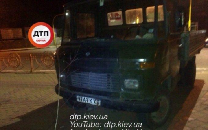 Під Києвом п'яна компанія на вантажівці влаштувала дебош: опубліковані фото