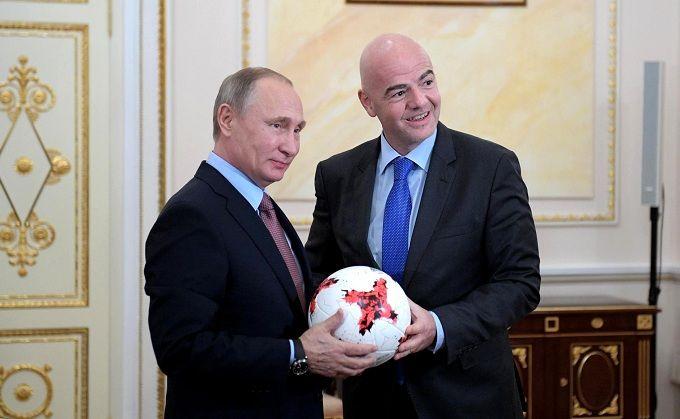 """Скандал на ЧС-2018: президенту ФІФА нагадали про футболку з написом """"Путін"""""""
