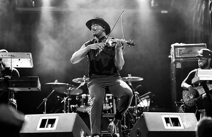 Всемирно известный скрипач Дэмьен Эскобар выступит в Киеве
