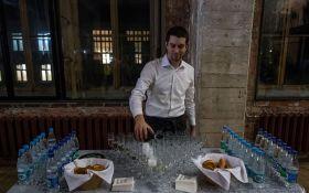 В России успех Трампа отметили пирожками и дешевым шампанским: появились фото