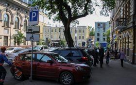 В Україні заборонять облаштування автостоянок на тротуарах