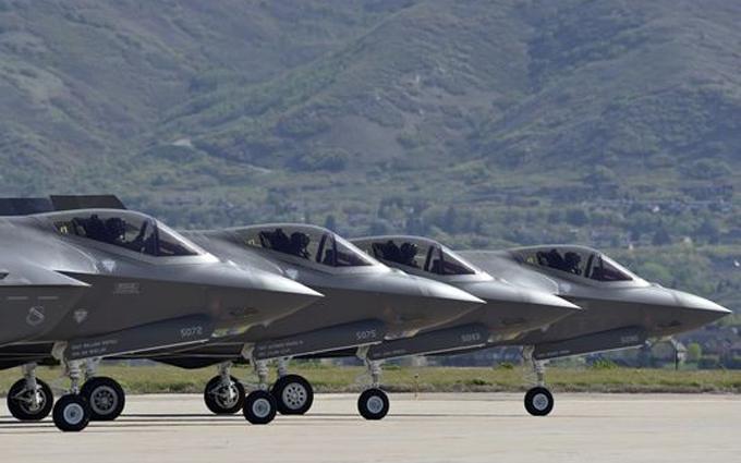 США показали новітні винищувачі, готові до боїв: опубліковані фото