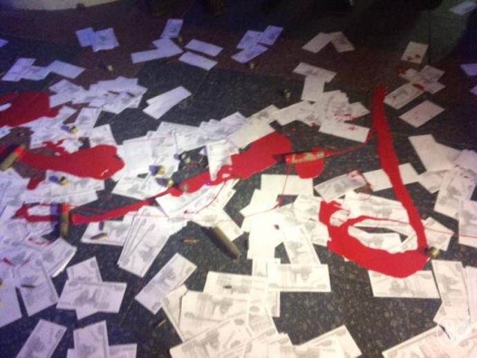 """Мінування, гільзи і """"кров"""": у Чернігові намагалися зірвати концерт Лободи, з'явилися фото і відео (2)"""