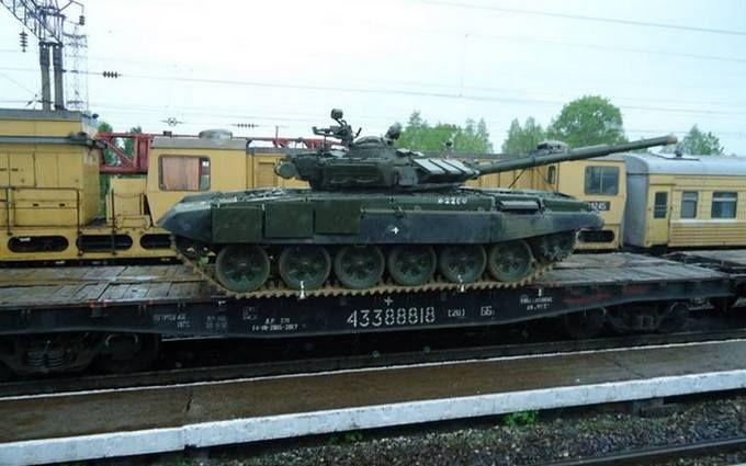 Россияне нечаянно признались, что возят танки на Донбасс: появились фото