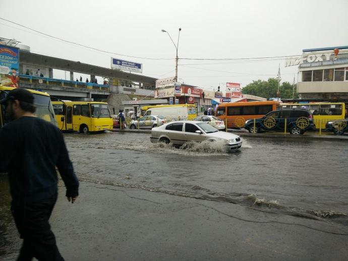Після зливи в Києві Лівобережна стала Венецією: опубліковані фото і відео (1)