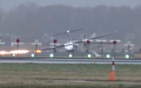 В Амстердаме самолет с пассажирами совершил жесткую посадку: появилось впечатляющее видео