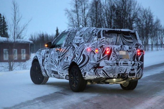 Компания Land Rover вывела на тесты обновленный Discovery (5 фото) (3)