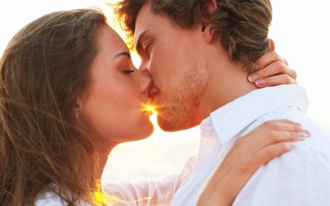 День поцелуя:  семь причин, почему целоваться полезно для здоровья