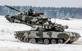 Россия стянула сотни боевых танков к границе Украины: появились фотодоказательства