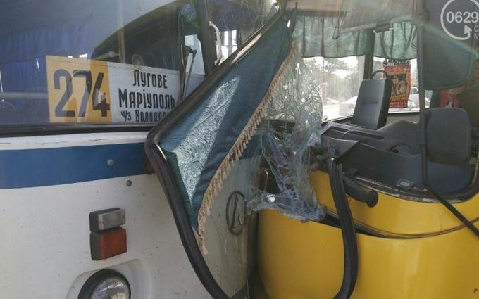 У масштабній ДТП в Маріуполі постраждали 16 людей, опубліковані фото
