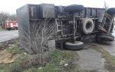 На Миколаївщині військова вантажівка влетіла у зупинку, є загиблі