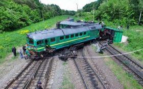 Залізничну аварію на Хмельниччині показали з висоти пташиного польоту