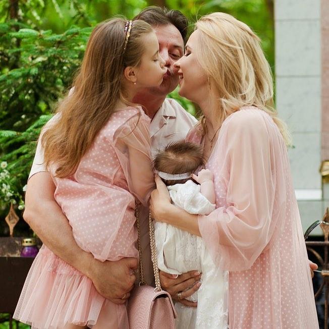 Відома українська телеведуча похрестила новонароджену доньку: опубліковані зворушливі фото (1)