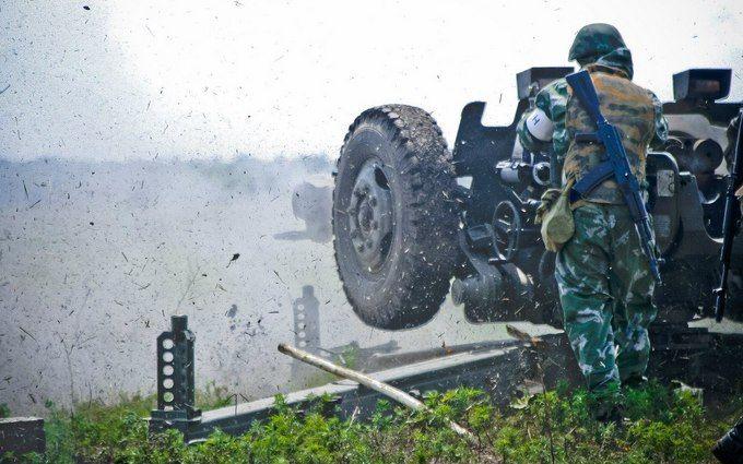"""Ситуація в АТО: бойовики стріляють з артилерії 152 мм калібру та """"Градів"""", четверо поранених"""