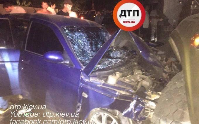 Під Києвом слідчий влетів у вантажівку: з'явилися фото серйозної ДТП