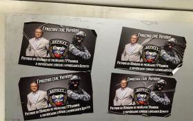 Активист нашел в метро открытки с благодарностью Гриценка от крымского «Беркута»