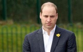 Принц Уильям едва не уснул во время молитвы: опубликовано видео
