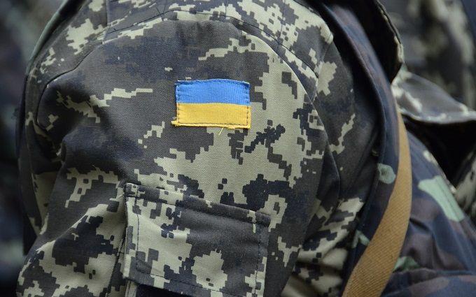 """Фальшиве """"перемир'я"""": у Порошенка оголосили про нові втрати на Донбасі"""