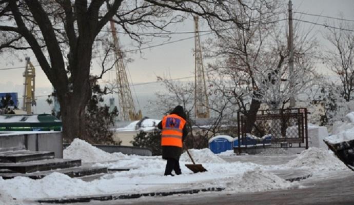 Власти Одессы закрыли въезд в город для грузовиков из-за снегопада