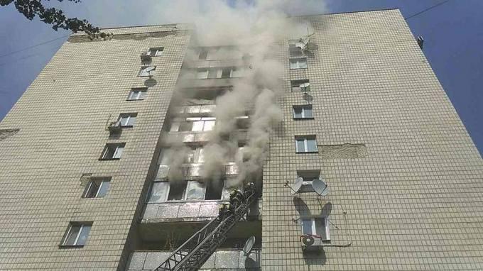 В жилом доме Киева произошел пожар, есть погибшие: появились фото (2)