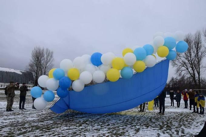 В День Соборности в оккупированный Луганск отправили украинский флаг: опубликованы яркие фото и видео