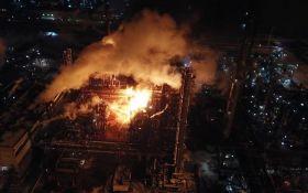 В Калуше горит химзавод, пожар еще не потушили: опубликованы жуткие фото и видео