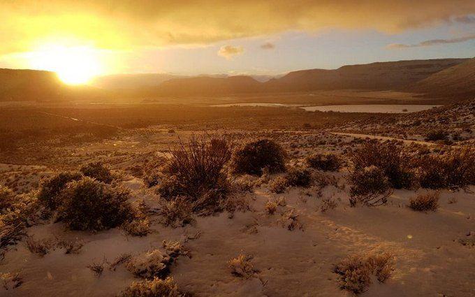 Зима посеред літа: в мережі з'явилися видовищні фото і відео засипаної снігом Африки