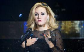 Мать семейства: в сеть попали фото знаменитой певицы без макияжа и с тяжелыми пакетами