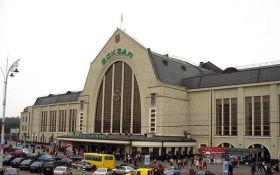 На вокзале в Киеве подростки напали на мужчину
