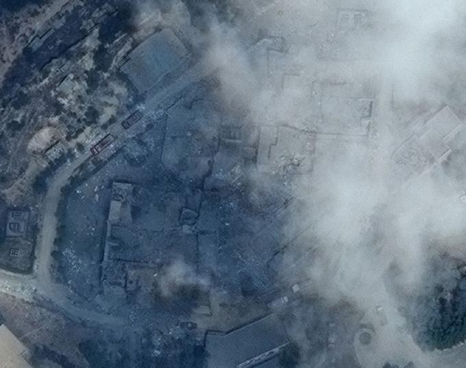 Мощный ракетный удар по Сирии: появились зрелищные фото последствий (2)