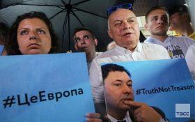 Симоньян и Киселев во главе колонны: в Москве устроили митинг в поддержку арестованного главы РИА Новости Украина