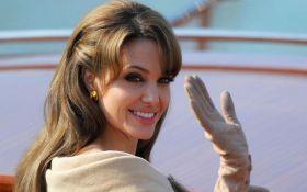 Собравшаяся замуж Джоли намерена уйти из кино