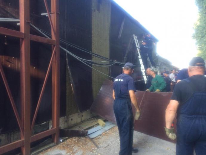 При демонтажі МАФів в Києві не пошкодували магазин Roshen: з'явилися фото (1)